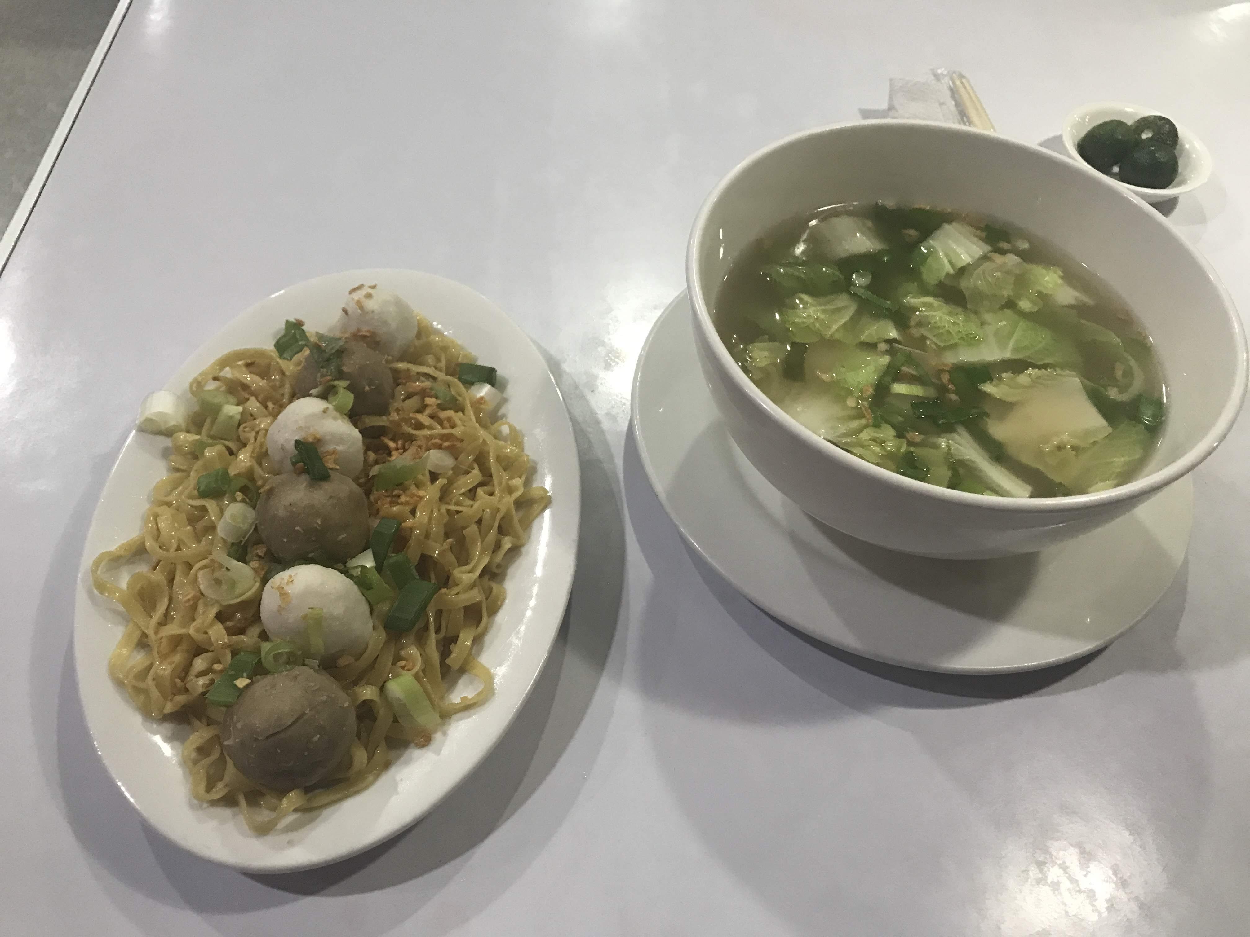 2019年初秋に訪れたアンヘレス で小腹が空いた時に食べに行ったSumpan Noodles and Dimsumがお手軽食堂風だった件